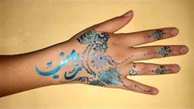 آموزش خطاطی حرفه ای اسم روی دست برنگ آبی متالی