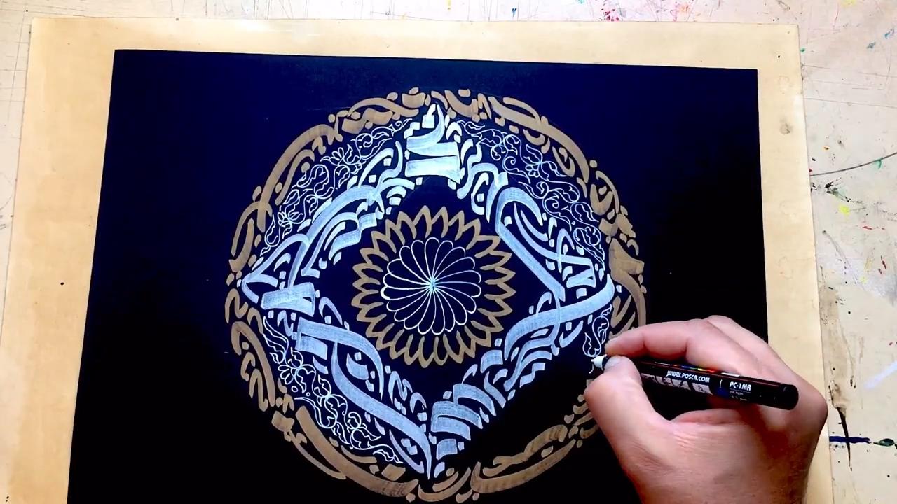 آموزش خطاطی انتزاعی مدرن طلایی و نقره ای روی ورق مشکی